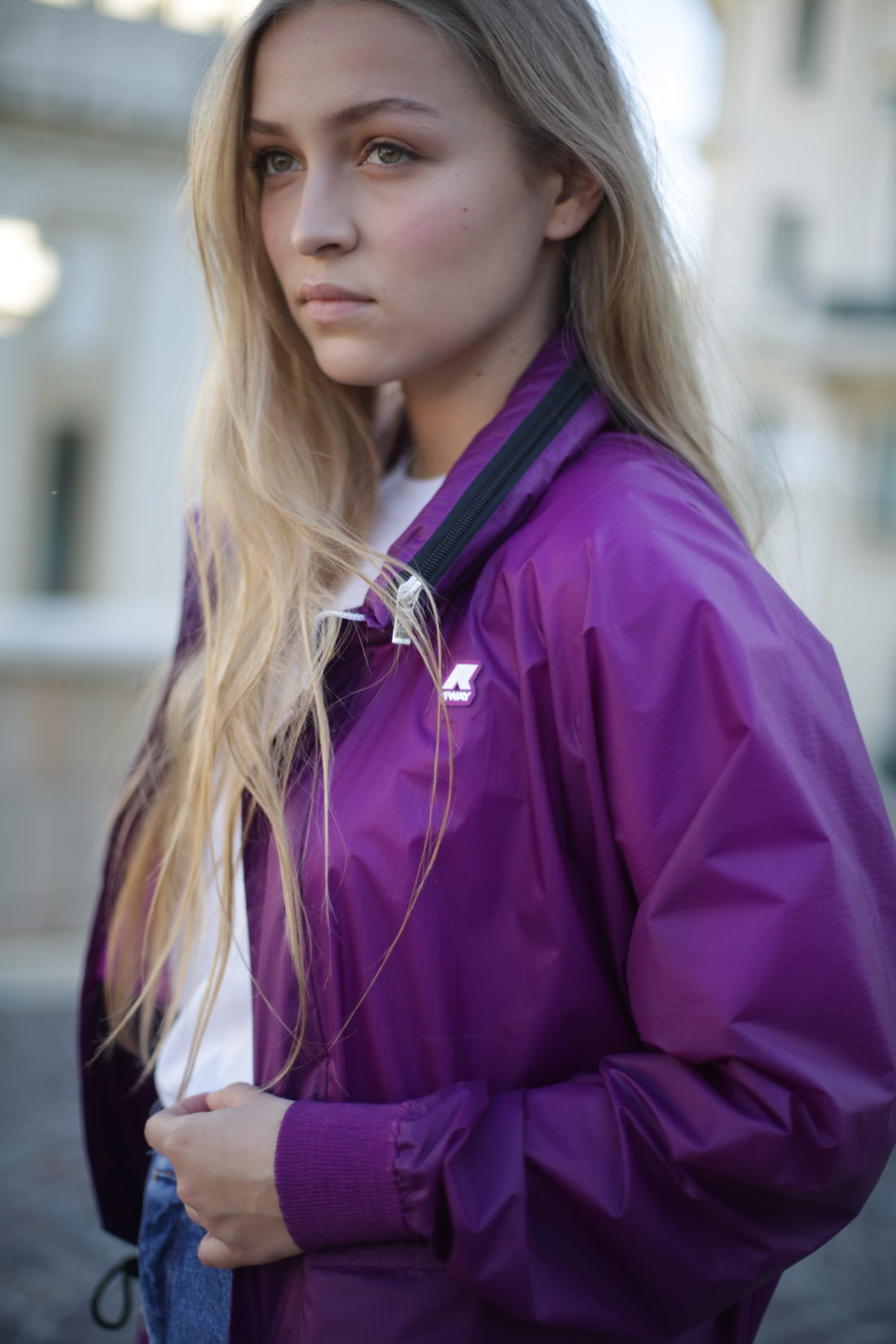 purple jacket kway cheveux longs blonds coiffure studio texture beachhair