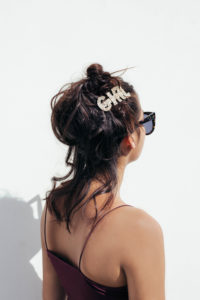 bun avec barrette glitter pale gold GIRL