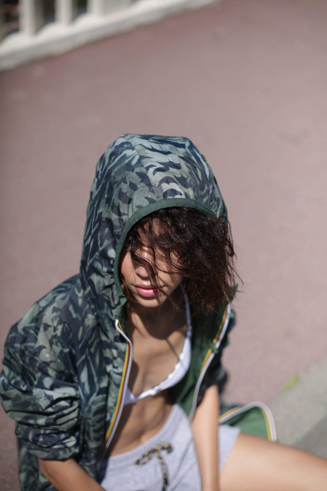 kway kaki camouflage coiffure boucle beachhair