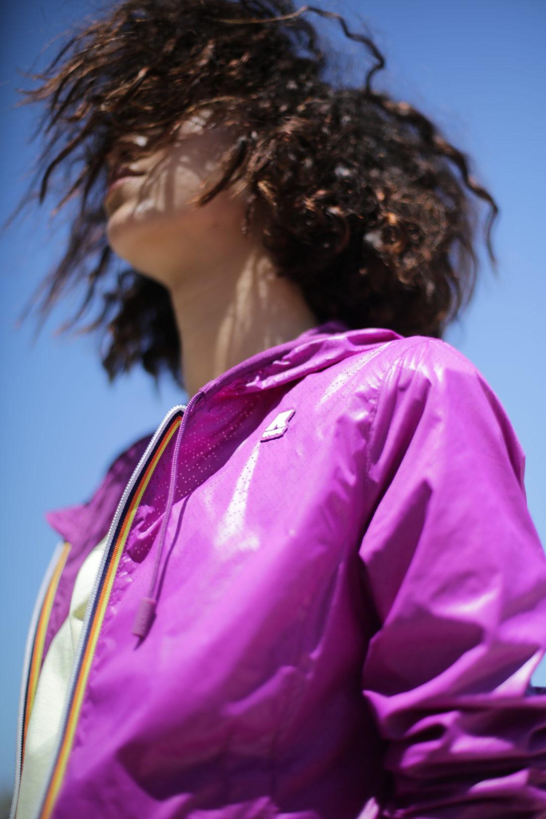 purple jacket Kway boucle naturel effet beach texture coiffure studio