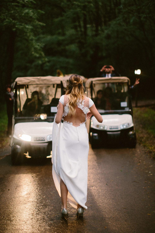 coiffure mariage simple et naturel wavy hair robe rime arodady pays basque wedding hairstyle