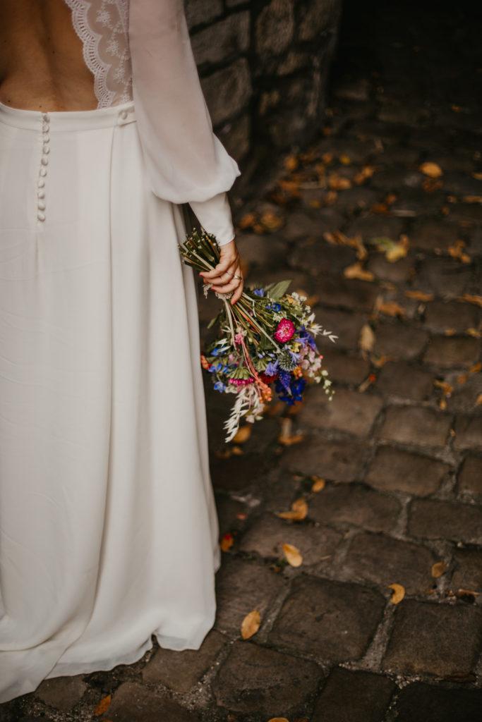 bouquet mariée et hairstyle mariage folk et champêtre eglantine reigniez photo céline cotinat